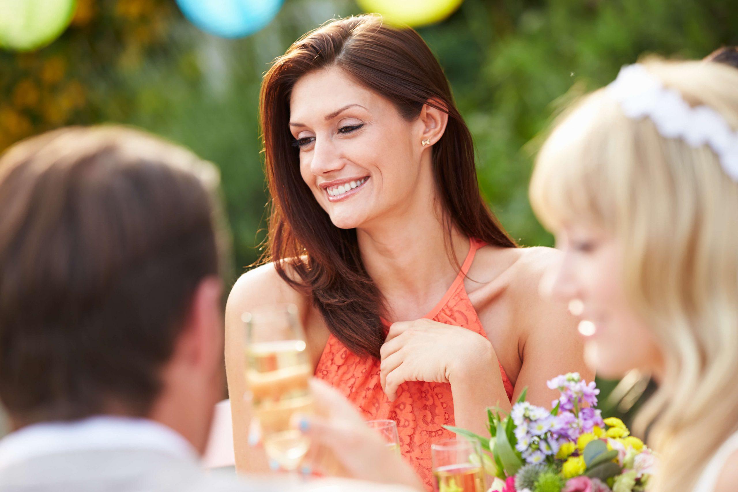 Invitée à la fête de mariage