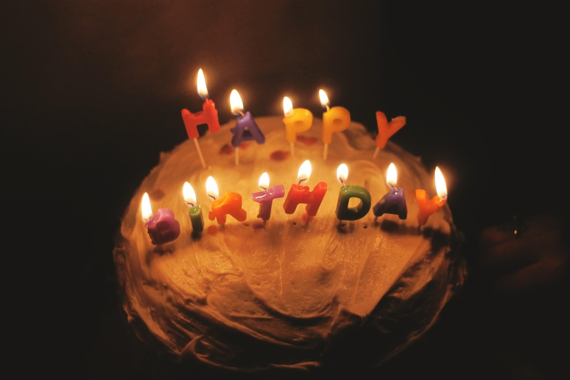 Gâteau d'anniversaire surprise pas cher